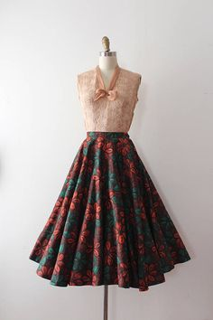 Fantastic true full circle skirt from the 1950s. Label: Gerron of Vancouver