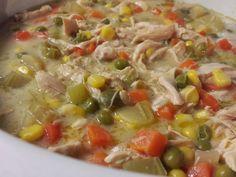 C'est réconfortant, c'est chaud, c'est simple, c'est complet. Et c'est santé, bien sûr!     C'est inspiré de SkinnySlow Cooker Chicken Pot P...