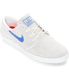Turn up your skate style with the super fresh look of the new Nike SB Lunar Stefan Janoski skate shoes. A clean Summit White suede upper will look great with any outfit while a Nike SB lightweight Lunarlon insole and midsole provide you with excellent com