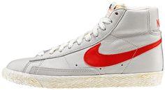 AW LAB Exclusive edition  Sneaker di ispirazione basket, le Nike Blazer Mid Vintage sono un classico Nike totalmente rinnovato in stile vintage! Tomaia in pelle con logo in pelle su entrambi i lati. Lettering sul retro. Suola in gomma vulcanizzata.    Prezzo: 100,00€    SHOP ONLINE:  WOMAN http://www.aw-lab.com/shop/new-now/nike-w-blazer-mid-leather-vintage-5030414    MAN http://www.aw-lab.com/shop/new-now/nike-blazer-mid-leather-vintage-8030014