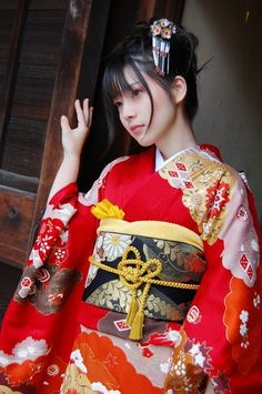 Japanese girl wearing a kimono. #kimono #japan #japanese girl
