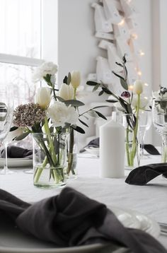 Simple Flowers On Table In Clear Vase: Flower Arrangement With Tulips Decoration Table, Vases Decor, Scandinavian Style, Chris Botti, Vase Crafts, Wedding Vases, Christmas Table Settings, Black Christmas, Simple Flowers