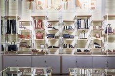La firma de moda Cortefiel comienza una nueva etapa con la reapertura de su flagship store en Portal de l´Angel: http://www.estiloymoda.com/articulos/cortefiel-reapertura-barcelona-2015.php