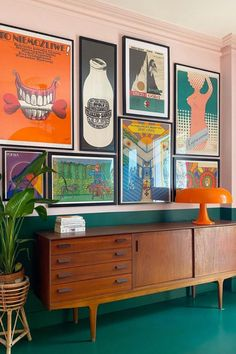 Retro Interior Design, Dining Room Colors, Bedroom Decor, Wall Decor, Decoration Inspiration, Eclectic Decor, My New Room, Interior And Exterior, Interior Decorating