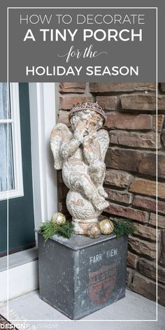 Tiny Christmas Porch | A tiny front porch can seem impossible to decorate for the holidays. These easy outdoor Christmas decorating ideas will add cheer to your small space. -----> #designthusiasm #christmasdecorideas #christmasdecorations #christmasdecorationideas #DIYchristmasdecorations #holidaydecorideas #holidaydecoratingideas #holidaydecorations #holidaydecoronabudget #frenchcountrychristmas #farmhousechristmasdecor #glamchristmasdecor #outdoorchristmasdecor #christmasporch Shabby Chic Christmas Decorations, Elegant Christmas Decor, Farmhouse Christmas Decor, Christmas Tablescapes, Indoor Outdoor, Outdoor Living, Outdoor Decor, Porch Decorating, Decorating Ideas