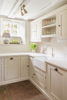 Painted Shaker Kitchen area The Efficient Shots We Present You About warm home decor cozy residing r Cream Shaker Kitchen, Cream Kitchen Cabinets, Painted Kitchen Cupboards, Cream And White Kitchen, Modern Shaker Kitchen, Quirky Kitchen, Home Decor Kitchen, Kitchen Interior, Home Kitchens