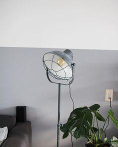 #kwantuminhuis Vloerlamp CONCORDIA > https://www.kwantum.nl/verlichting/vloerlampen @homeoftirsa