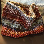 Ravelry: Knit Fast Zig Zag Cowl pattern by Melissa Nelson free pattern