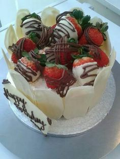 Three layers of light as air sponge cake filled with fresh cream & fresh fruit, topped with fresh strawberries hand dipped in white chocolate, flavoured with a hint of Madagascan vanilla and drizzled with milk chocolate. Finished with handcrafted white chocolate shards & birthday plaque :)