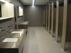 hotels bathroom partitions
