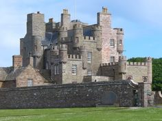 Scottish Castles - Castle of Mey, Scotland Vila Medieval, Chateau Medieval, Medieval Castle, Beautiful Castles, Beautiful Buildings, Beautiful Places, Scotland Castles, Scottish Castles, Castle Ruins