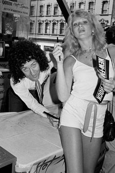 my gods had girly hair in the seventies Queen Photos, Queen Pictures, John Deacon, Brian Rogers, Arena Rock, Queen Brian May, Princes Of The Universe, Queen Meme, Roger Taylor Queen