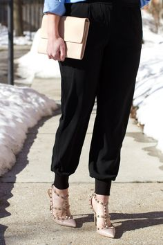 @lizschneider from the blog Sequins and Stripes wearing her new favorite pants, Chico's Chic Track Pant.