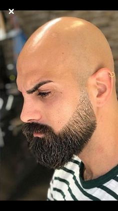 Awesome Beard - Beard Tips Bald Men With Beards, Bald With Beard, Black Men Beards, Beard Fade, Beard Look, Bald Head Man, Shaved Head With Beard, Beard Styles For Men, Hair And Beard Styles