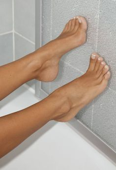 A collection of the best female feet pictures I found. just gorgeous feet.