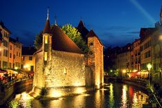 Why I love Annecy (in the Rhone-Alpes region of France): canals, last Saturday of the month's antique fair, old arcades, chateau and moat (former jail), animation film festival, world-class dining along Lake Annecy (Michelin stars galore), proximity to Chamonix, Yvoire, Evian, and great alpine cheeses. What do YOU love about Annecy? #annecy #travel #solo