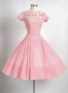 Seymour Jacobson Pink Gingham Dress with Unique Crisscross Bow Design Vintage 1950s Dresses, Vestidos Vintage, Retro Dress, Vintage Outfits, Vintage Clothing, Retro Mode, Vintage Mode, Vintage Pink, Vintage Style