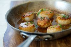 Guess what's for dinner tonight .Caramelized scallops w/white wine sauce Fish Dishes, Seafood Dishes, Fish And Seafood, Seafood Recipes, Cooking Recipes, Sauce Recipes, Main Dishes, Great Recipes, Favorite Recipes