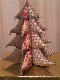 3D fabric Christmas tree by Lynne Dixon