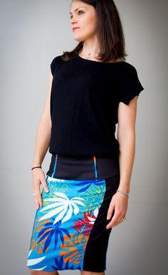 113324b245b08 Jupe pour femme plissée et évasée , jupe d été courte et légère motifs  palmiers sur fond blanc, à nouer sur le côté, fluide, bohème