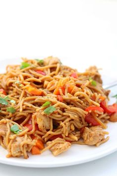 Instant Pot Dragon Noodles--soft noodles and chicken pieces tossed with a spicy asian sauce (or not so spicy...it's up to you) and veggies. An easy and delicious Instant Pot one pot meal. Instant Crock Pot, Best Instant Pot Recipe, Instant Pot Dinner Recipes, Asian Noodle Recipes, Asian Recipes, Instant Pot Pressure Cooker, Pressure Cooker Recipes, Frugal Meals, Easy Meals