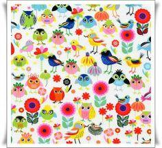 Tela de algodon con fantasticos dibujos de pajaros y flores sobre fondo blanco.
