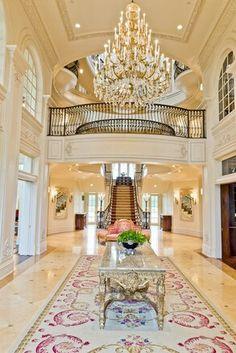 Breathtaking Entrance ヽ(^。^)丿