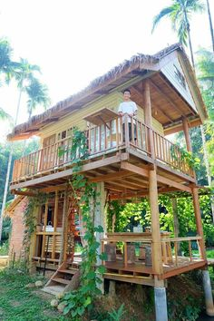 Baan rai i arun Hut House, Tiny House Cabin, Tiny House Living, Bamboo House Design, Tiny House Design, Natur House, Bamboo Building, Jungle House, Bamboo Architecture