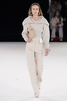 Jacquemus Fall 2020 Menswear Fashion Show Collection: See the complete Jacquemus Fall 2020 Menswear collection. Look 40 Fashion Week, Fashion 2020, Daily Fashion, Paris Fashion, Runway Fashion, High Fashion, Fashion Looks, Fashion Outfits, Street Fashion
