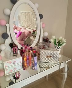 The best ways to Redesign Your Bedroom on a Little Budget plan – Teenage Girl Bedroom Ideas Teenage Girl Bedrooms, Teen Bedroom, Dream Bedroom, Makeup Vanity Decor, Makeup Rooms, Glam Room, Beauty Room, Diy Room Decor, Home Decor