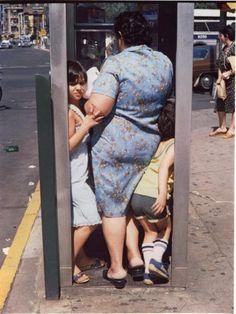 museumuesum:    Helen Levitt  New York, 1982  Dye transfer print, 193/4 x 153/4 in. (50.2 x 40cm)