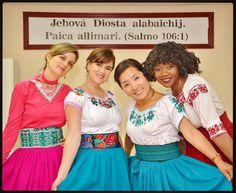 Quichua language congregation in Alausi Ecuador.  Sisters from Ivory Coast, South Korea and Ecuador happily preaching together! Thank you @ecua_gringo  #jw #tj #testigodejehova #jw_happypeople