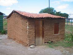 Casa de taipa em Serra Talhada, estado de Pernambuco, Brasil.  Fotografia: Patrick-br. – Wikipédia, a enciclopédia livre.