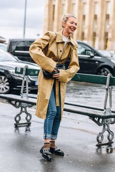 Tommy Ton, March 5, 2016, Paris, Tags Louis Vuitton, Trench Coats, Vetements, FW16 Women's