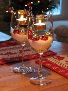 Gläser als Weihnachts-Tischdekoration