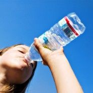 Learn all about water and exercise. Find out the key benefits of drinking water during the exercise process. Easy tips for fitness lovers. Drinking Water Weight Loss, Benefits Of Drinking Water, Water Retention Remedies, Best Weight Loss Exercises, Food For Digestion, Loose Weight Fast, Drink More Water, Fiji Water Bottle, Bottled Water