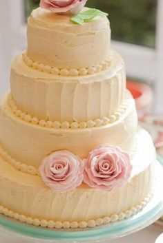 Simple yellow cake with pearls n roses