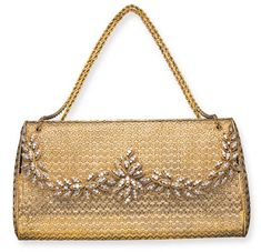 A GOLD AND DIAMOND EVENING BAG Of wedge-shaped outline and bi-color gold basketweave design, the hinged flap enhanced by circular-cut diamond and gold wiretwist foliate motifs, opening to reveal a fitted mirror, with double gold chain handle, mounted in 18K rose gold and gold Vintage Purses, Vintage Handbags, Vanity Case, Metallic Bag, How To Wear Scarves, Gold Fashion, Tote Handbags, Evening Bags, Handbag Accessories