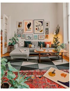 70 Best Modern Small Living Room Decor Ideas - Home Decoraiton 2167 Tiny Living Rooms, Colourful Living Room, Living Room Modern, Interior Design Living Room, Living Room Designs, Minimalist Living Rooms, Decorating Small Living Room, Red Living Room Decor, Modern Room Decor