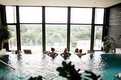 Auch die anderen Mädels haben es sich nicht nehmen lassen, in einem der 2 Pools des Hotels zu entspannen. Yves Rocher, Windows, Ramen, Window