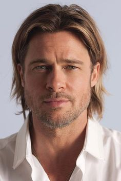 Brad Pitt Is the New Face of Chanel No. 5 Brad Pitt Is the New Face of Chanel No. 5 He is so Hot I would buy Chanel just because he is advertising it Sarah Michelle Gellar, Christina Aguilera, Mariah Carey, Cabelo Do Brad Pitt, Brad Pitt Style, Brad And Angelina, Glamour Uk, Hommes Sexy, Haircuts For Men