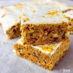 Mrkvové řezy s citrónovou polevou - Fitnesák | Fitness magazín Baking Recipes, Cake Recipes, Healthy Baking, Healthy Recipes, Low Calorie Breakfast, Good Food, Yummy Food, Czech Recipes, Fruit Smoothies