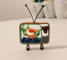 Aw I just love this little quilled television! Isn't it adorable :) Really impressed with some of the amazing quilled stuff I have been seei...
