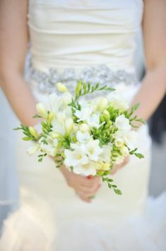 You could hold this coloured flowers, and bridesmaids in green hold white and lavendar flowers to blend it in, as not sure what lavendar would look like in this bouquet