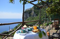 "Fully dipped in the green of lemon groves and Mediterranean Scrub, typical of the Amalfi coast, the bed&breakfast ""Ercole di Amalfi"" is proposed as a delightful destination for resting or a strategic starting point for all well-known tourist route."