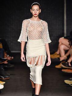 Entrevistamos o estilista Weider Silveiro, da Casa de Criadores, vai lá conferir na nossa revista digital. #moda #fashion #weidersilveiro #entrevista #exibme #minimalismo