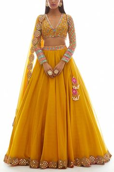 Party Wear Indian Dresses, Party Wear Lehenga, Designer Party Wear Dresses, Indian Gowns Dresses, Indian Bridal Outfits, Dress Indian Style, Indian Fashion Dresses, Indian Designer Outfits, Mehendi Outfits
