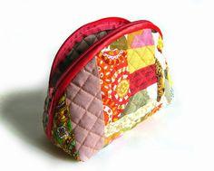 Cosmetic Bag Patchwork  http://www.handmadiya.com/2015/12/cosmetic-bag-patchwork.html