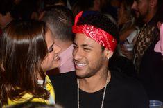 Bruna Marquezine e Neymar posam em jatinho e fãs questionam: 'É o mesmo?'