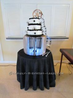 Coolest Hollywood Themed Birthday Cake... This website is the Pinterest of birthday cake ideas